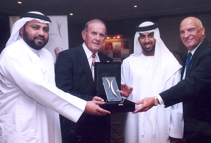 1389_gal_Coral Tropy of Excellence for Colm McLoughlin - Managing Director Dubai Duty Free - 2005